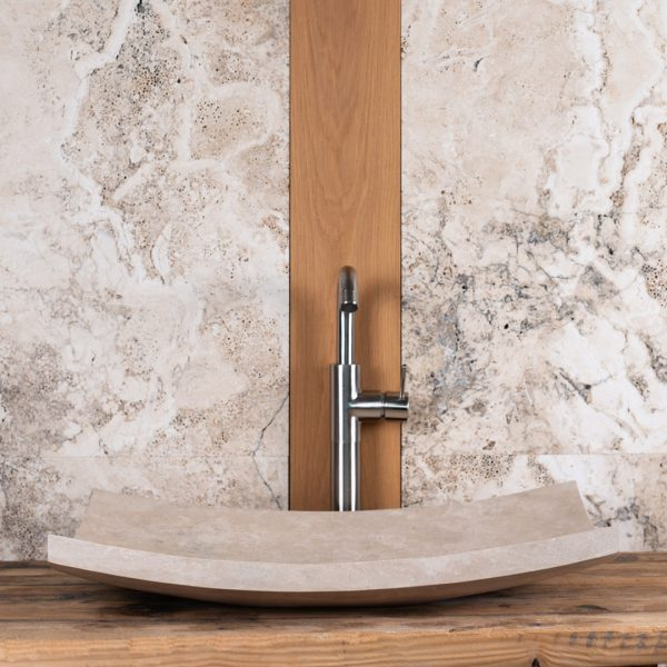 "Lavabo minimale in travertino ""Foglio"""