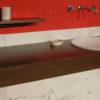 """Mobile da bagno """"Cedda"""" in legno e travertino"""