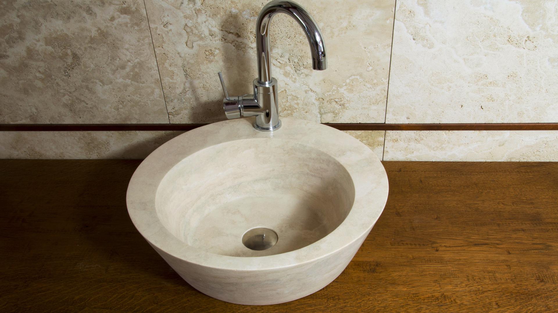 Lavabo da bagno in travertino fonte pietre di rapolano for Bagno in travertino
