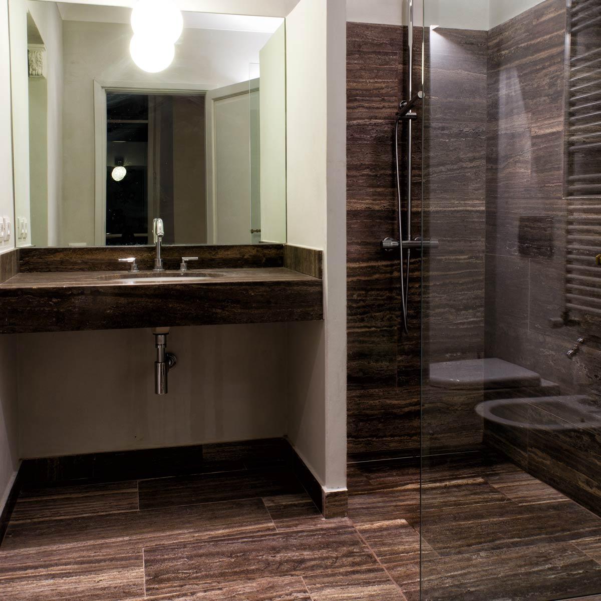 Foto bagni in travertino bagni in marmo progetti bagni in pietra - Piastrelle di marmo ...