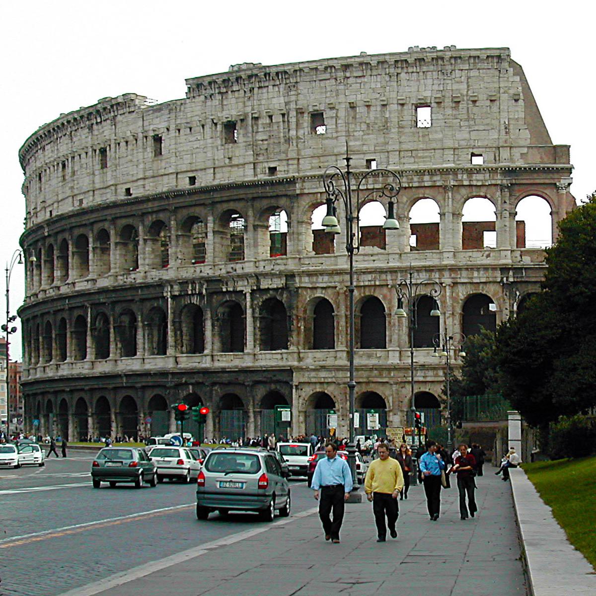 Colosseo a Roma, in travertino
