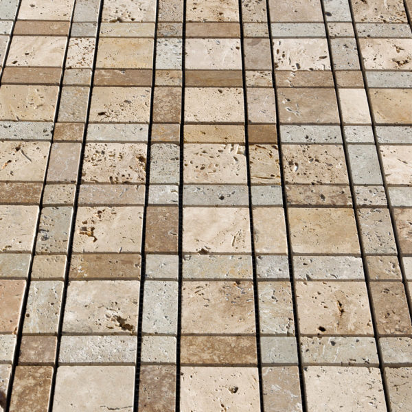 "Mosaik aus Travertin ""Burberry Mix"" Levigato"
