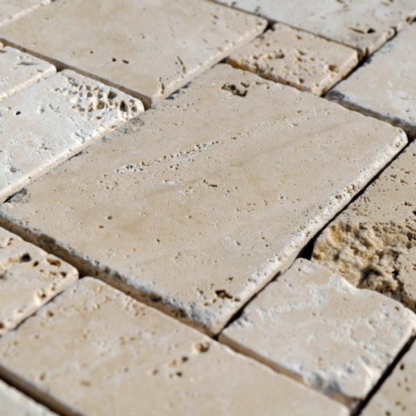 "Mosaik aus Travertin ""Mini Comp 40 Light Blend"" Ciottolo"
