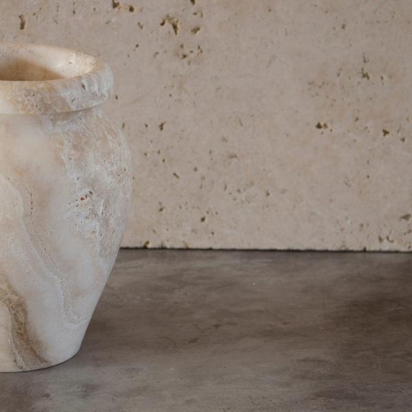 Vase aus Travertin