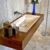 """Mobile da bagno """"Greve"""" in legno e travertino"""