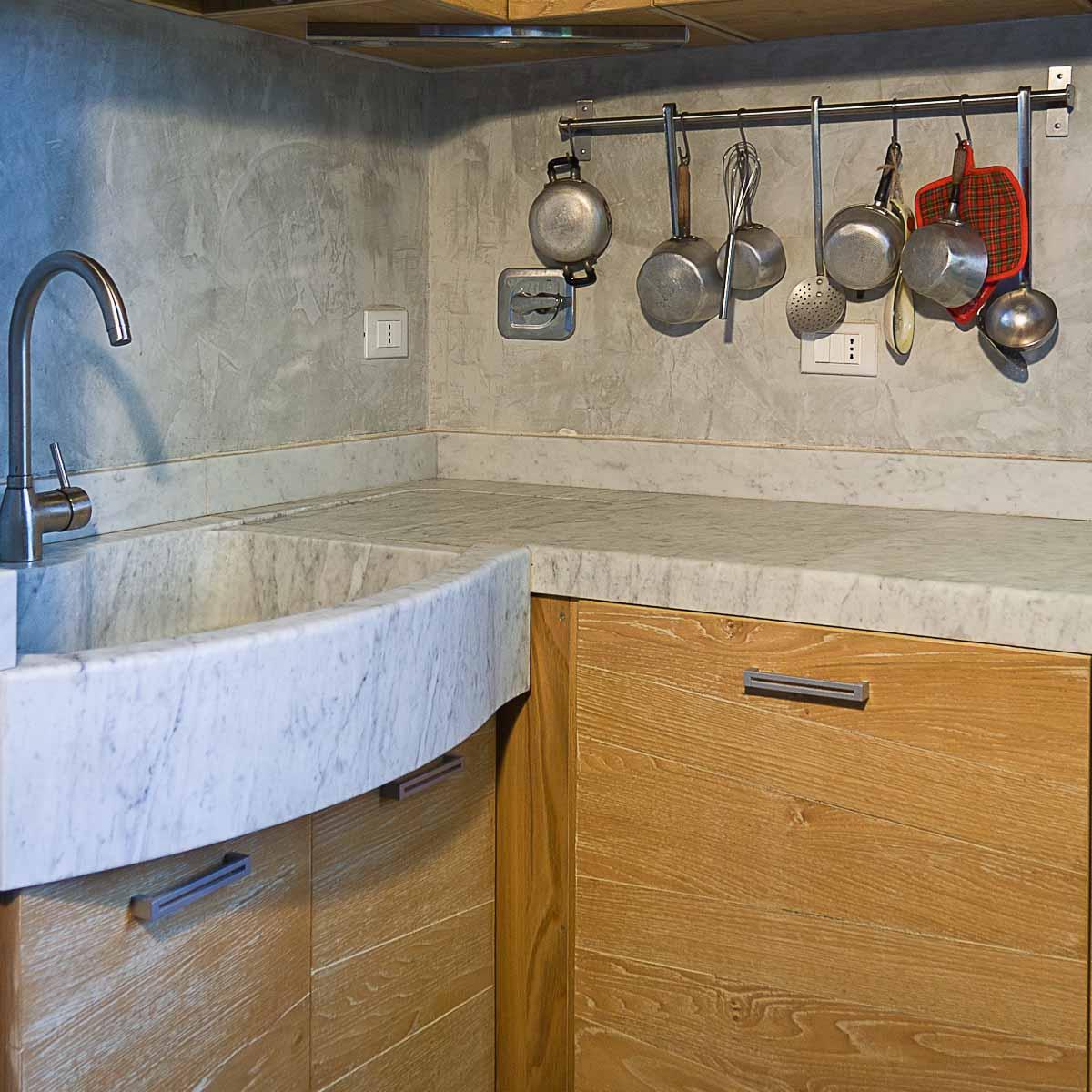 Cucina Con Piano In Marmo Di Carrara.Cucina In Marmo Bianco Di Carrara Pietre Di Rapolano