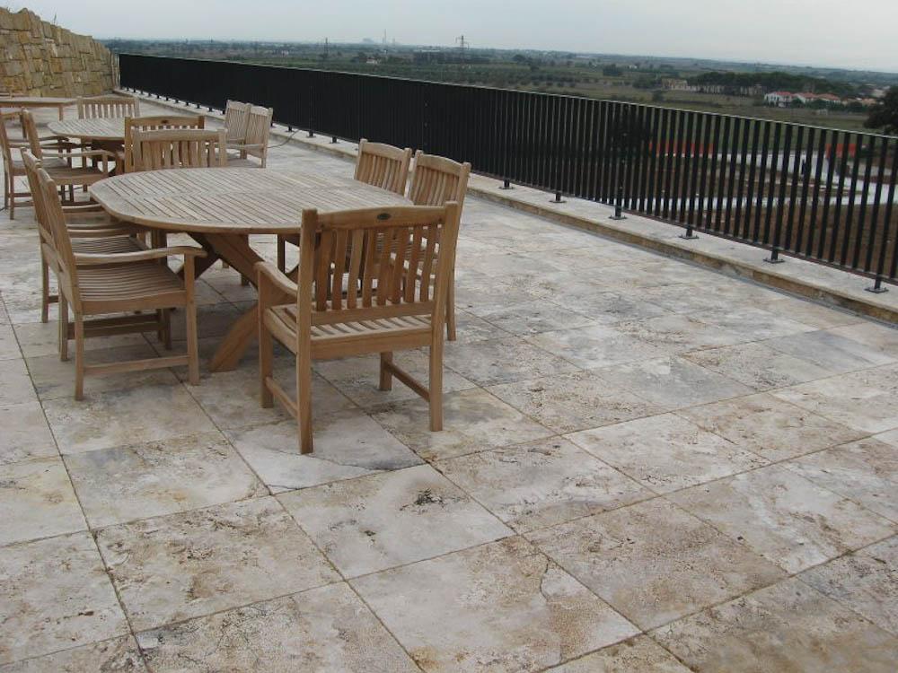 Pavimento per esterno in marmo travertino beige Terra Chiara