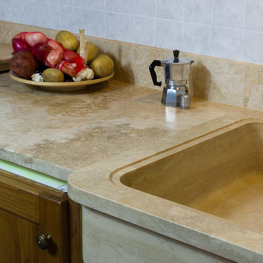 Piani cucina in marmo e travertino pietre di rapolano - Lavandino cucina in pietra ...