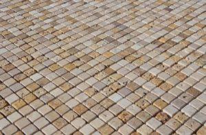 I vostri progetti - Cucina con mosaico in travertino - Pietre di ...