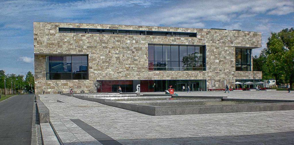 Università di francoforte facciata in pietra di rapolano