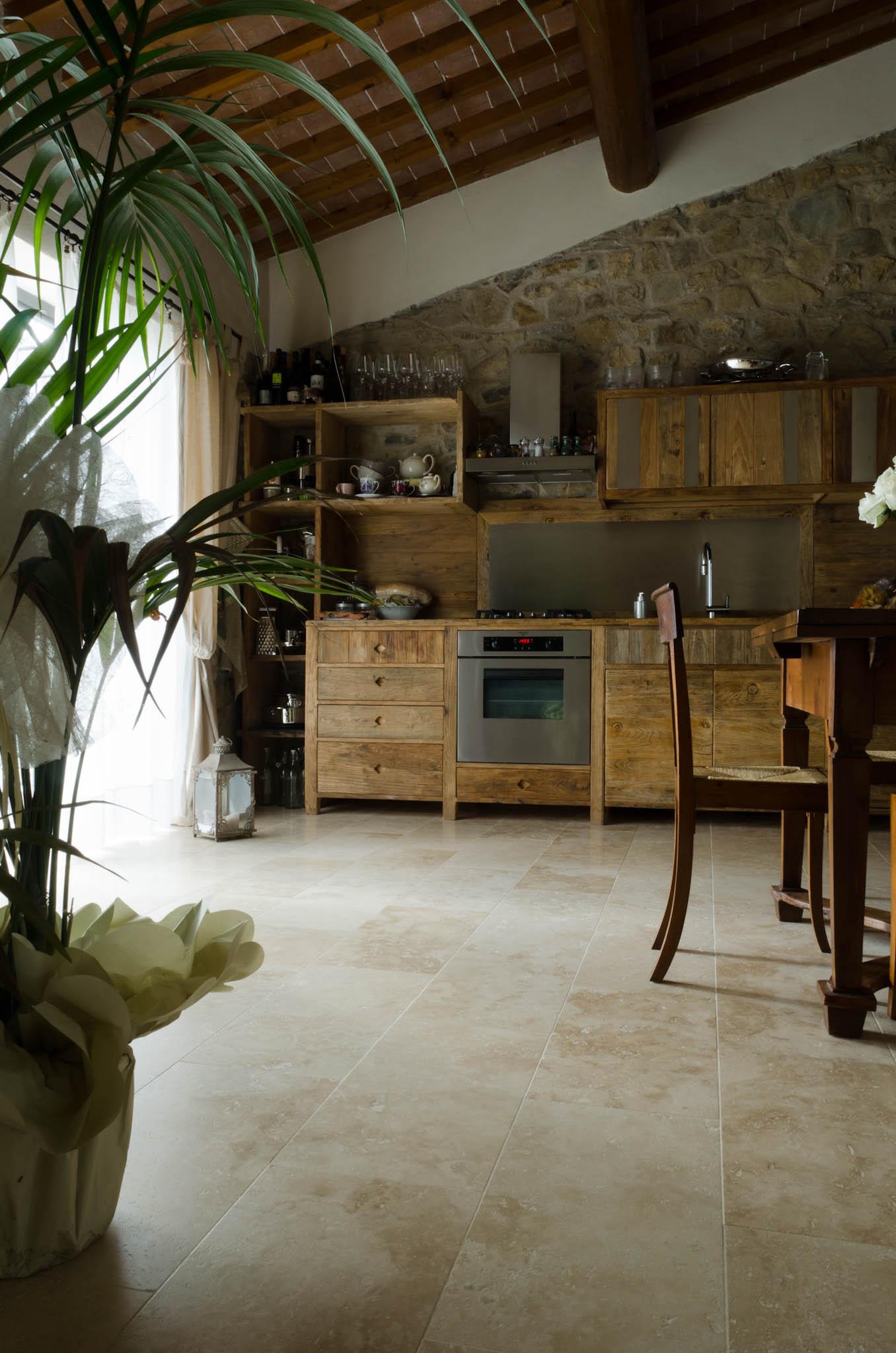 Casa impruneta colonica pavimenti travertino pietre di rapolano