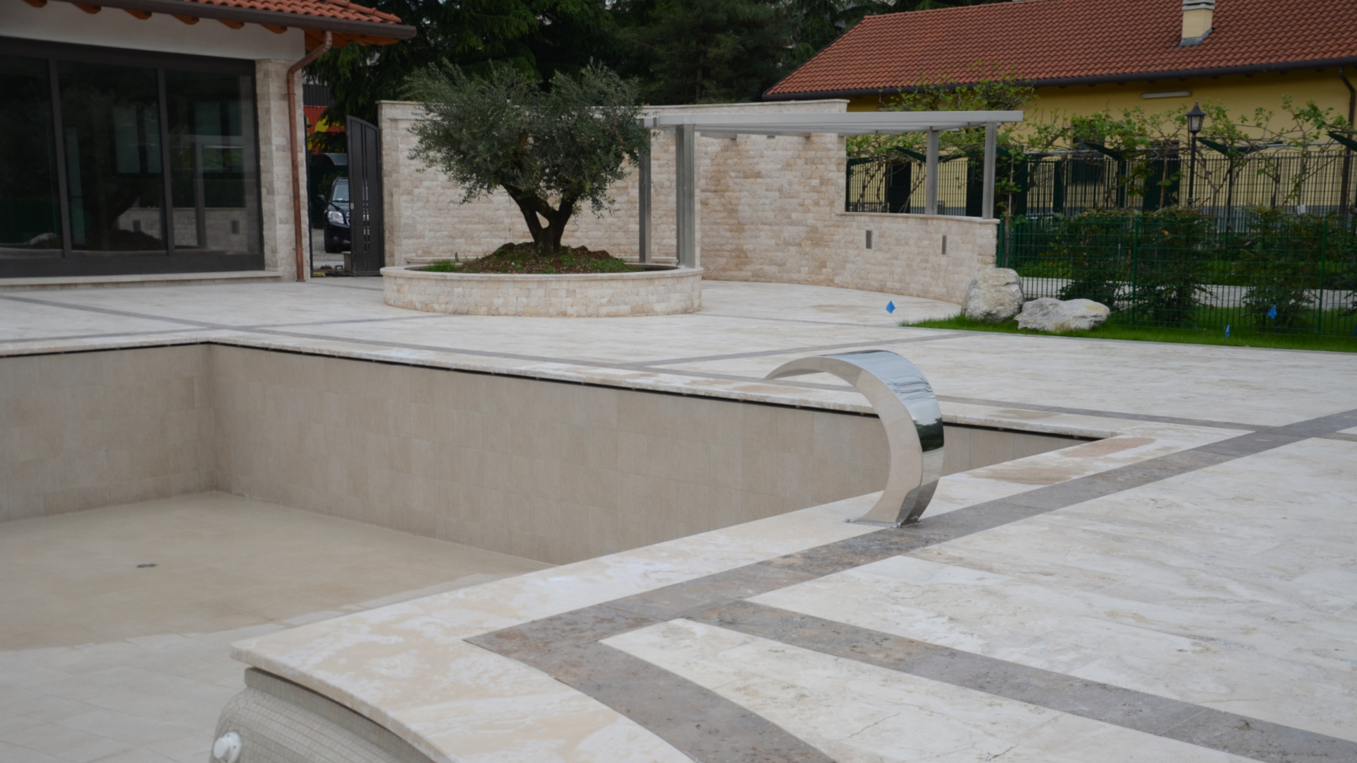 Picture of Swimming pool and outdoor in travertine by Pietre di Rapolano