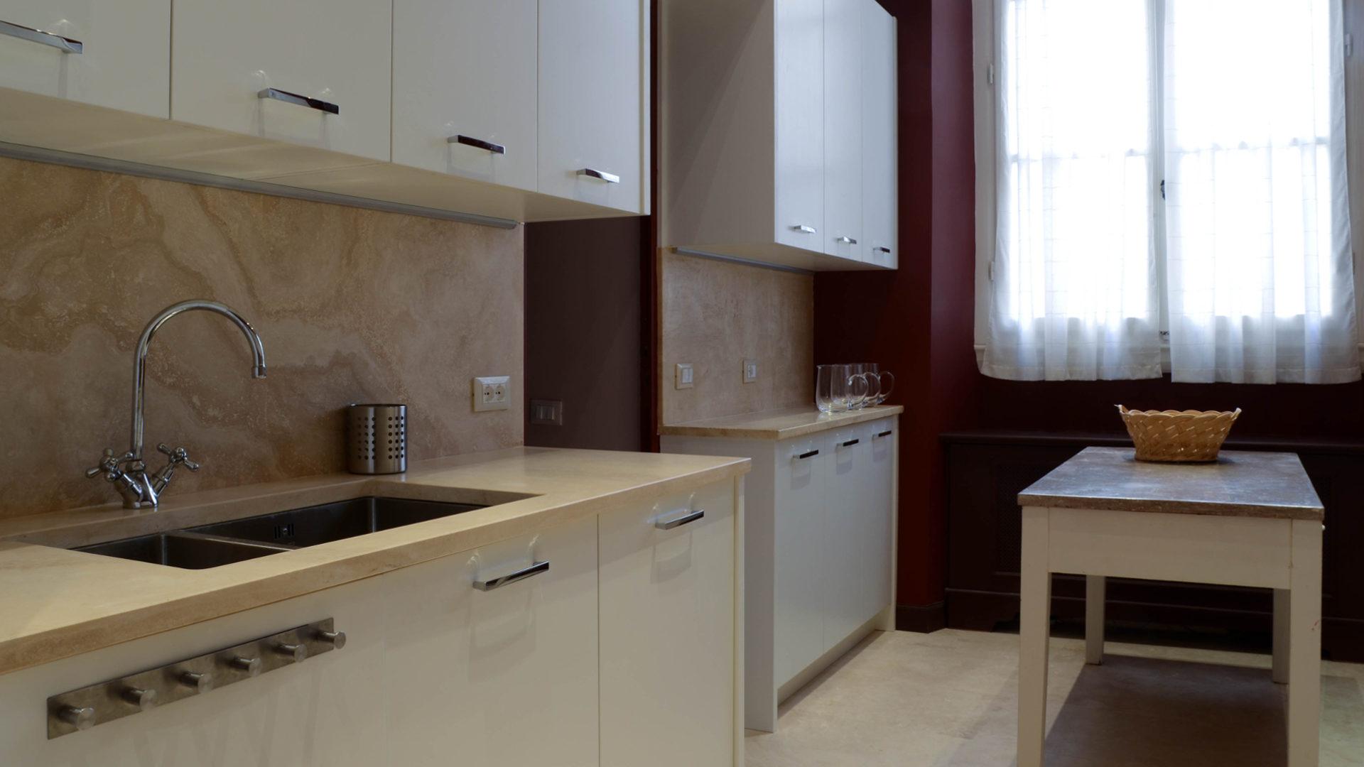 Pavimenti e rivestimenti cucina in pietra - Pietre di Rapolano