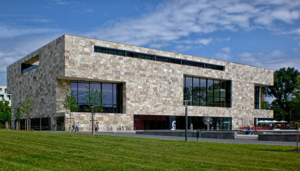 Università di Francoforte: rivestimento facciata in travertino