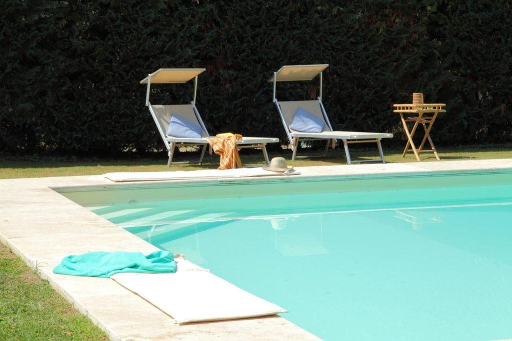Bodo piscina in travertino