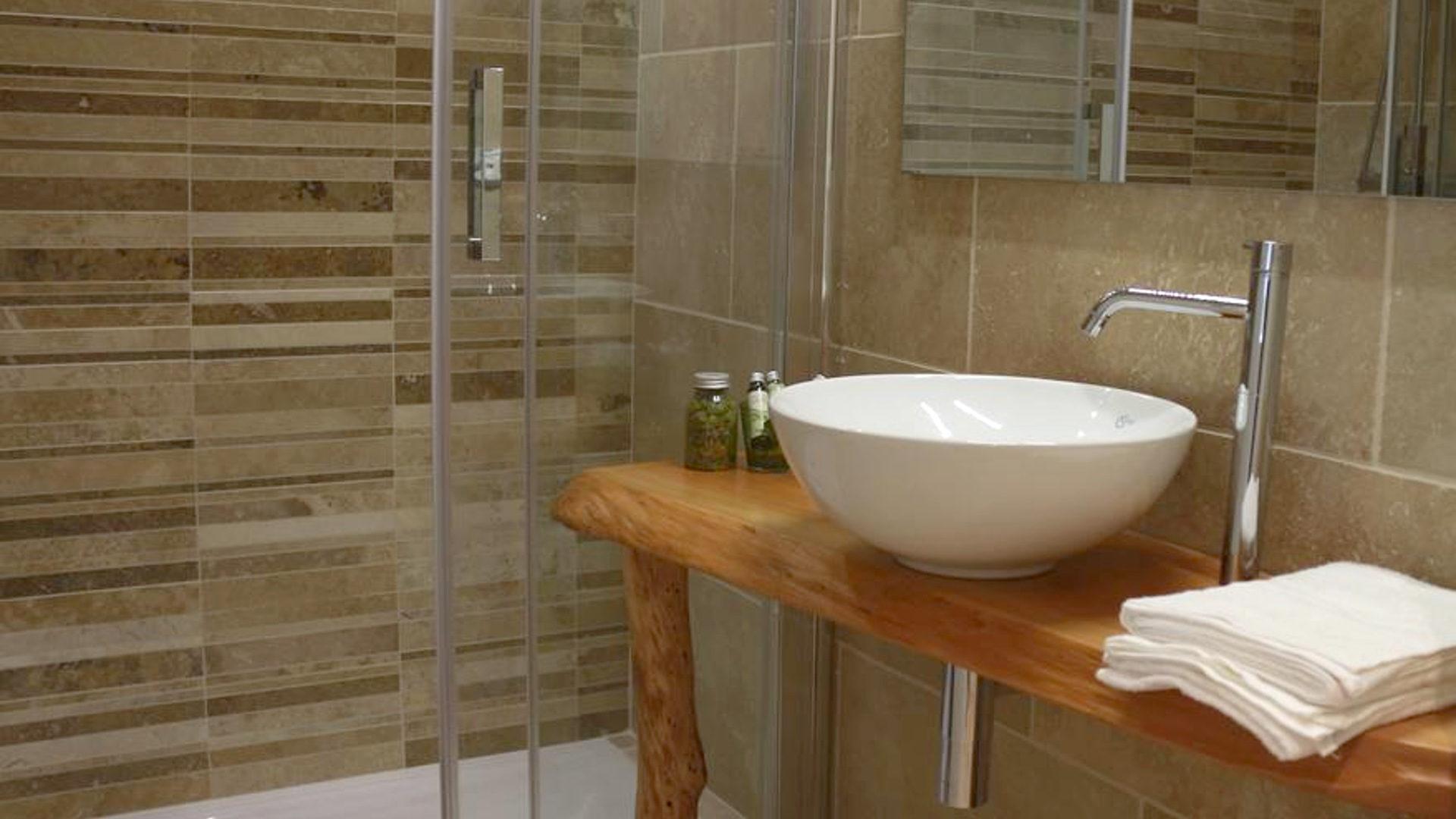 Bagno Legno E Mosaico : Bagno travertino e mosaico mosaico per decorare la cucina mosaici