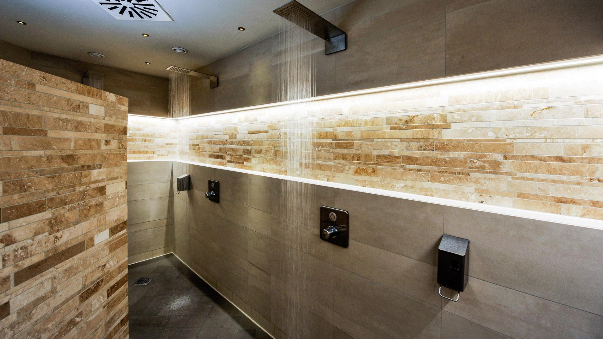 Mosaici in travertino e marmo per il bagno pietre di - Bagno travertino ...