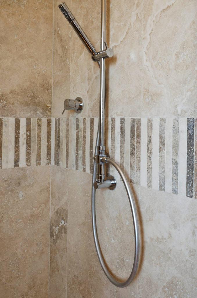 Mosaici bagno travertino pietre di rapolano