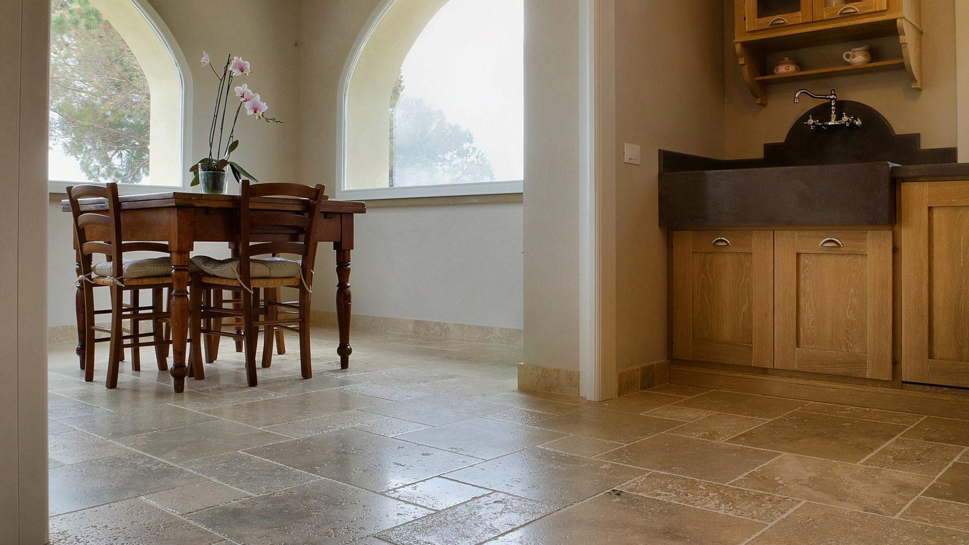 Pavimenti in travertino per interni: soggiorno - Pietre di Rapolano