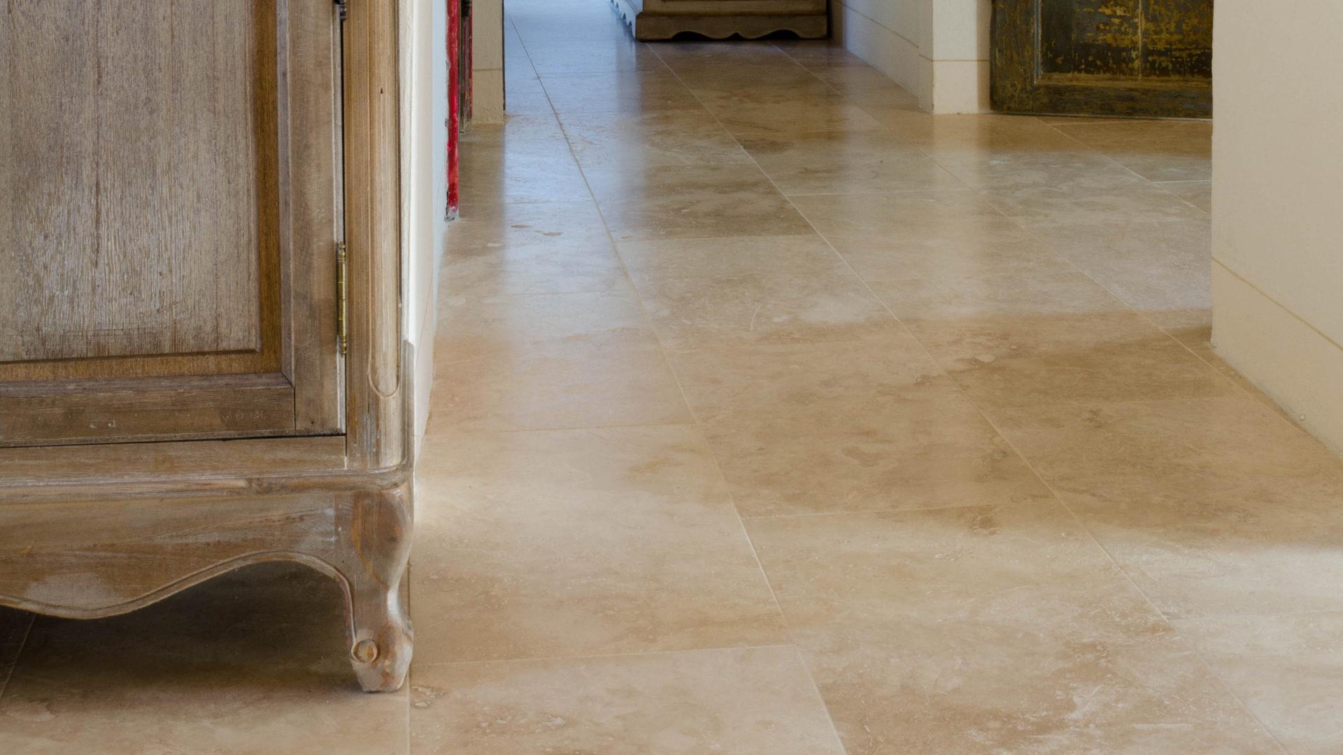 Idee Per Pavimenti Taverna pavimenti in travertino per interni: soggiorno - pietre di