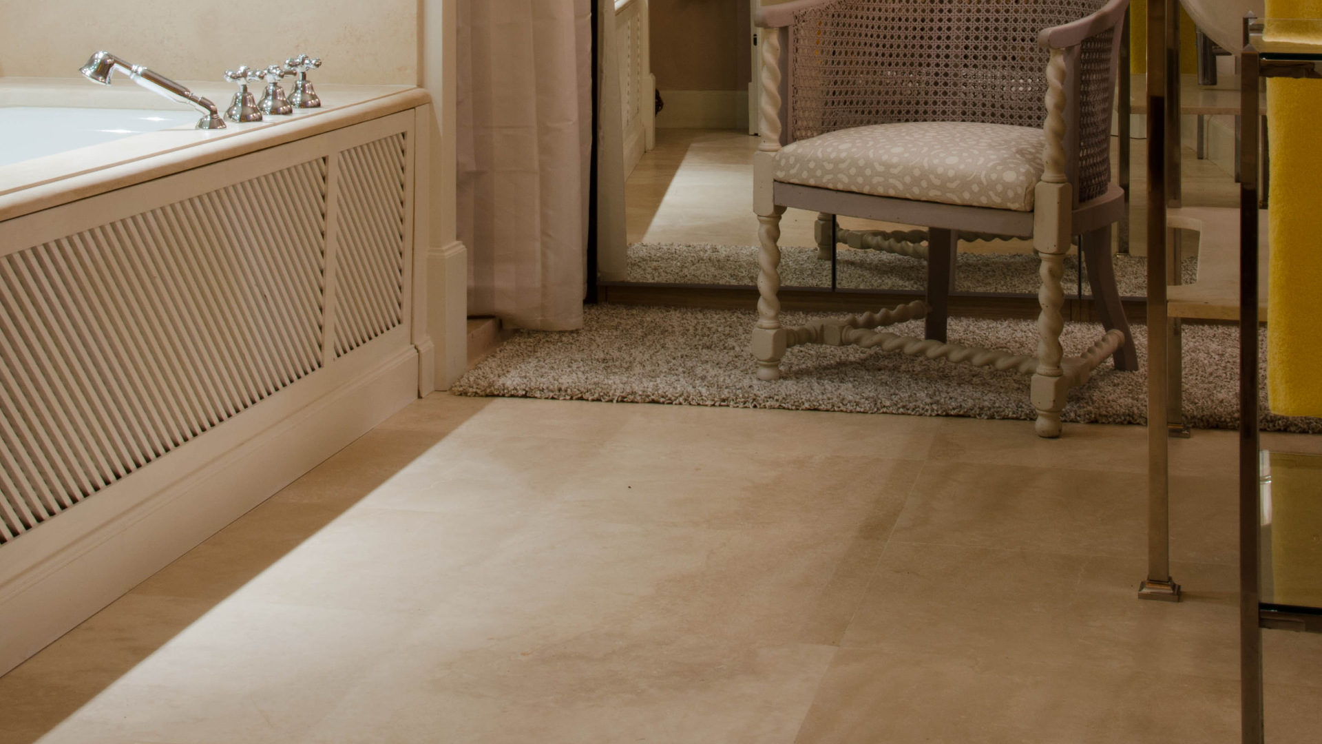 travertin stein f r der boden im bad pietre di rapolano. Black Bedroom Furniture Sets. Home Design Ideas