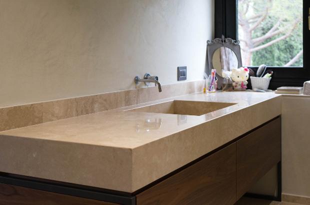 Piano lavabo bagno in travertino chiaro