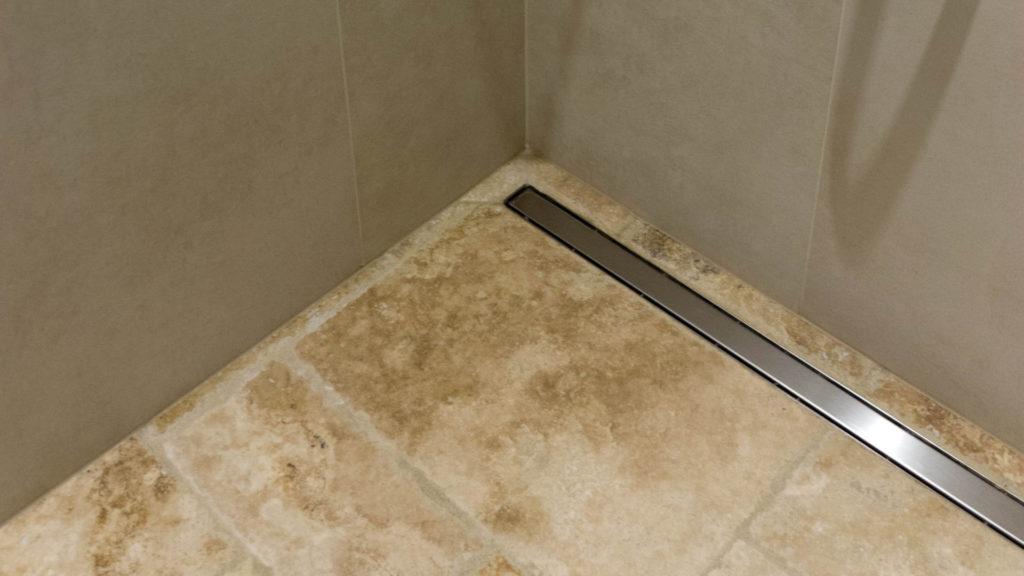 Piatto doccia in travertino - Pietre di Rapolano