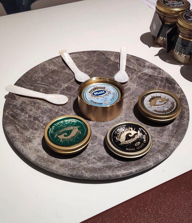 Iran darya caviar pitti taste - piatto in marmo dark emperador