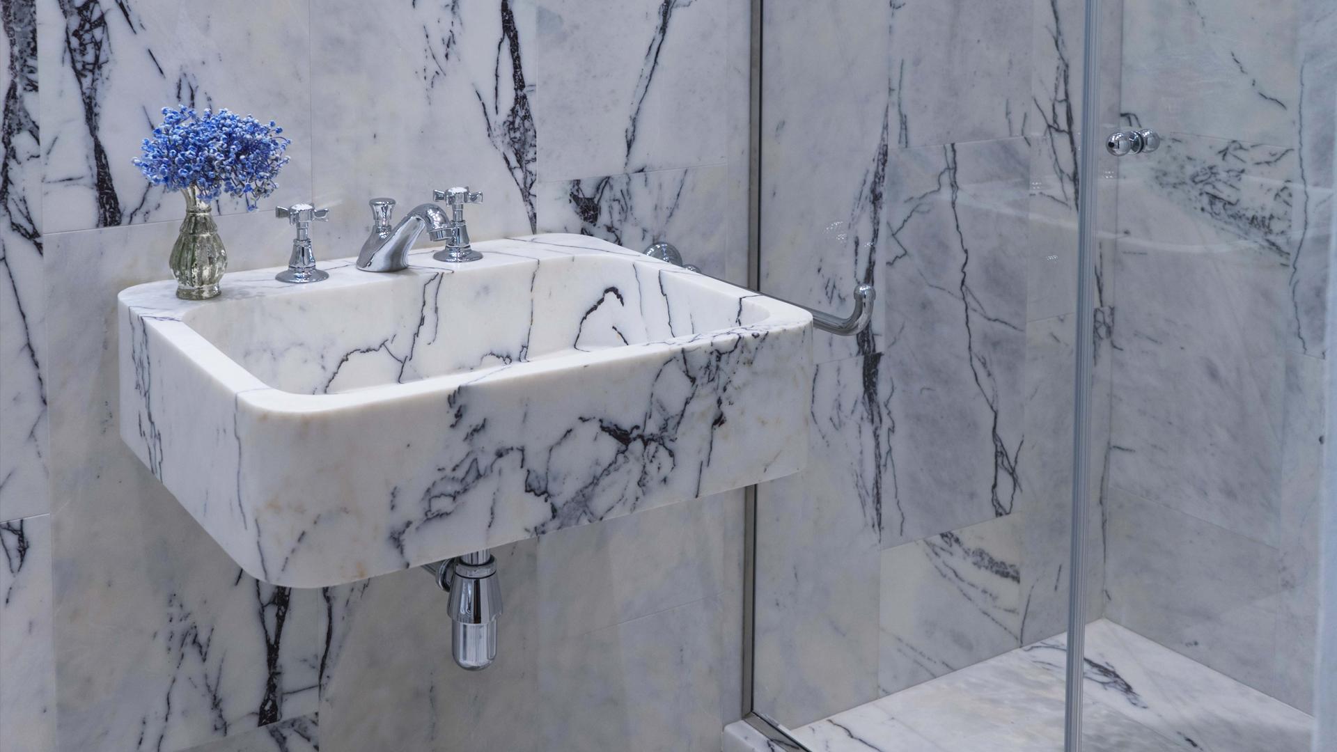 Lavabo su misura in marmo
