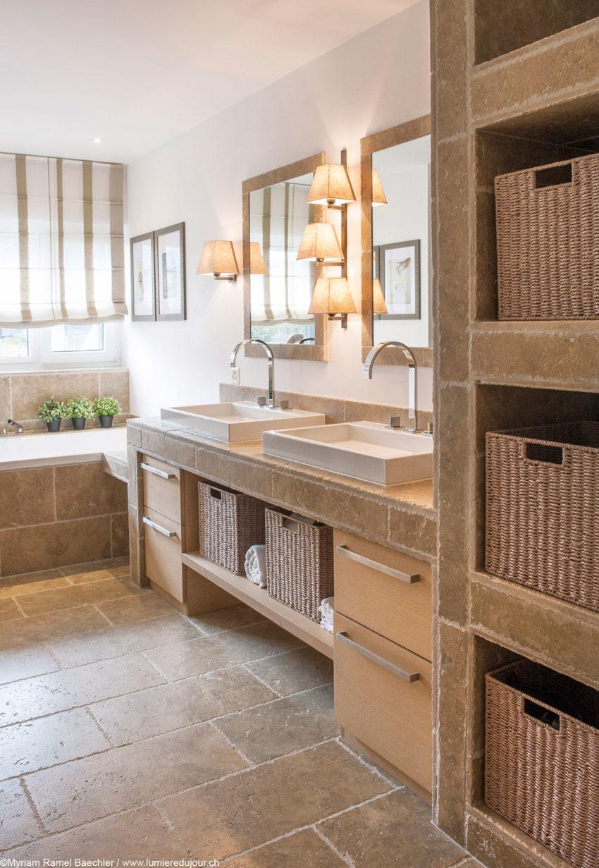 Interni casa svizzera bagno travertino