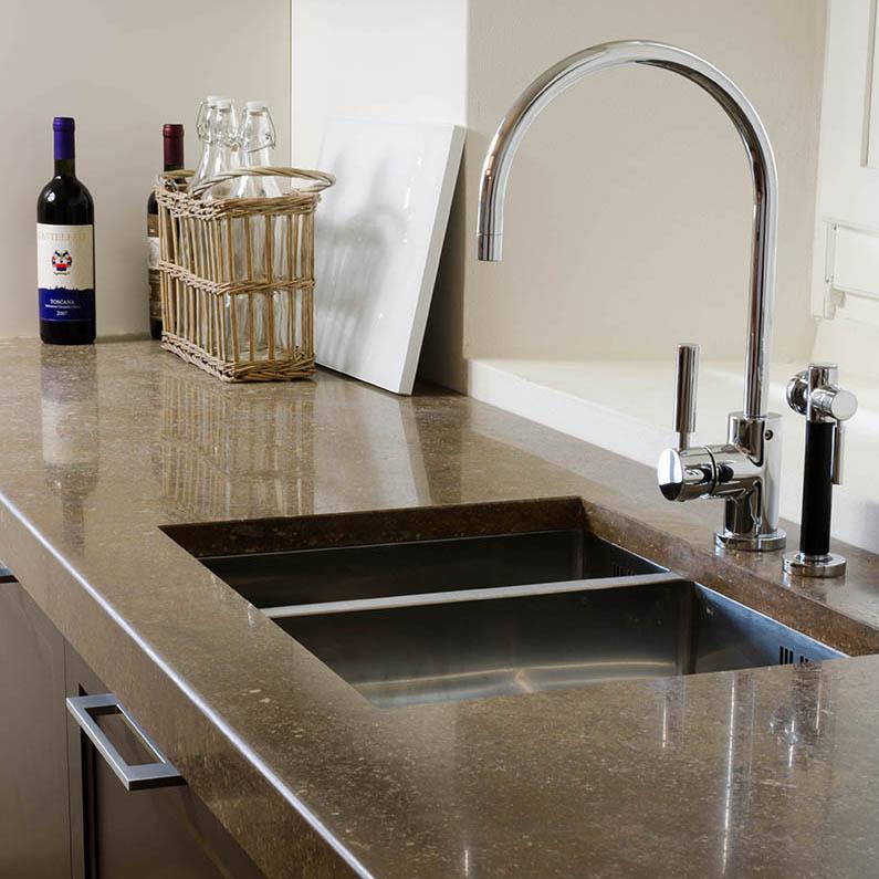 Cucina minimalista in marmo