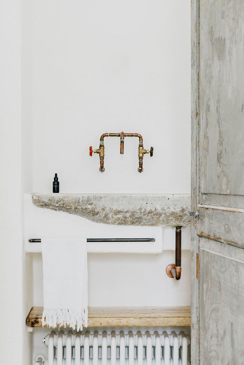 Bagno masseria moroseta andrew trotter interni rustico pietra puglia