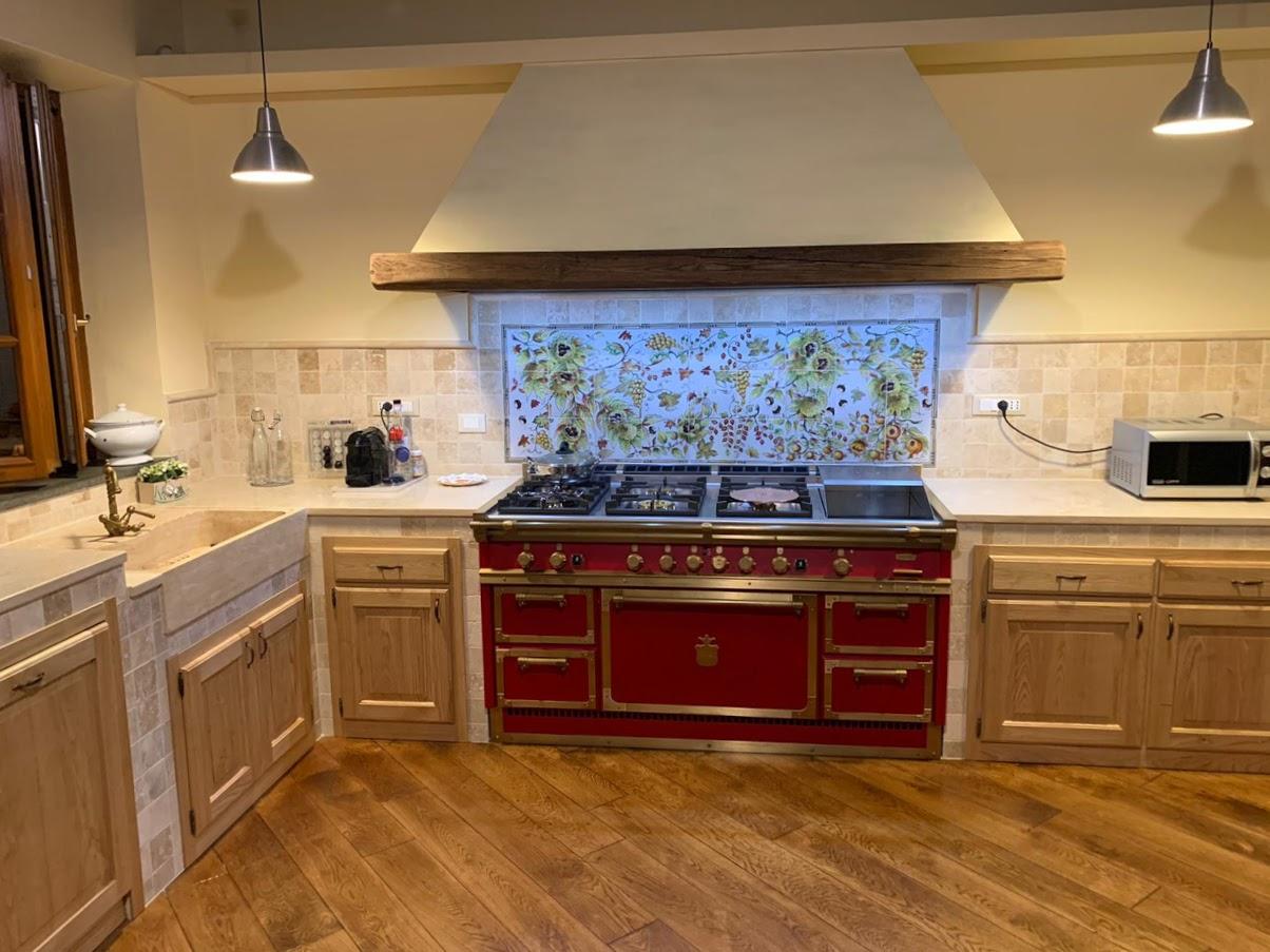 10x10 travertino per cucina in muratura, lavabo e piani