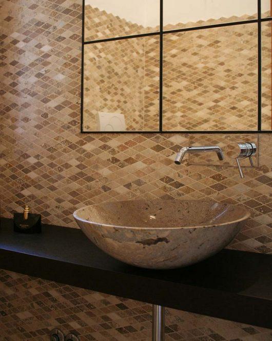 Bagno in mosaico di marmo