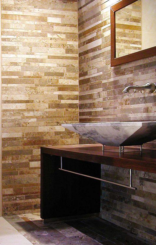 Rivestimento bagno in mosaico di travertino